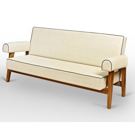 LE CORBUSIER et Pierre JEANNERET. Canapé en teck massif et toile de coton.