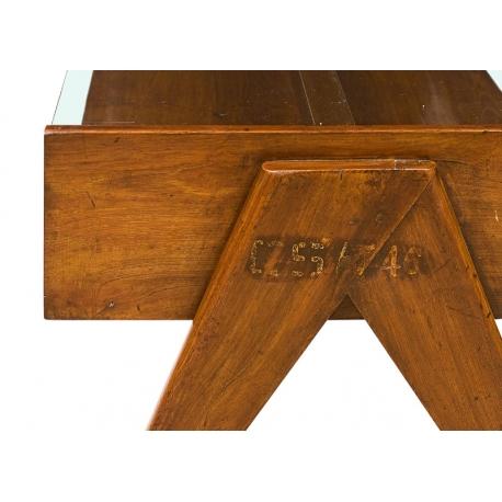"""Pierre JEANNERET. Table basse dite """"coffee table"""" en teck massif."""