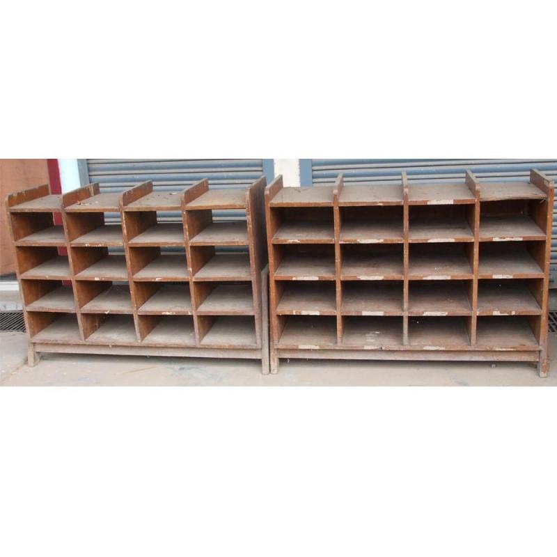 Le corbusier meuble de rangement de pierre jeanneret for Meuble bas rangement salon