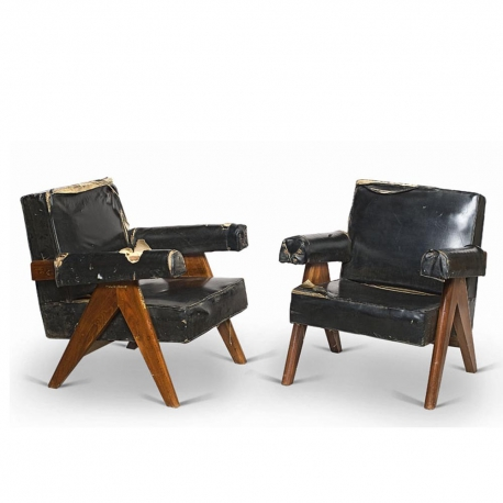 "Pierre JEANNERET. Fauteuil dit ""Upholstored sofa easy chair"" en teck massif et moleskine."