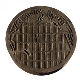 Charles Edouard JEANNERET dit LE CORBUSIER. Plaque de regard de canalisation.